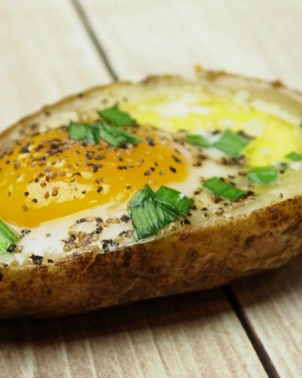 Baked Eggs In Potato Skins