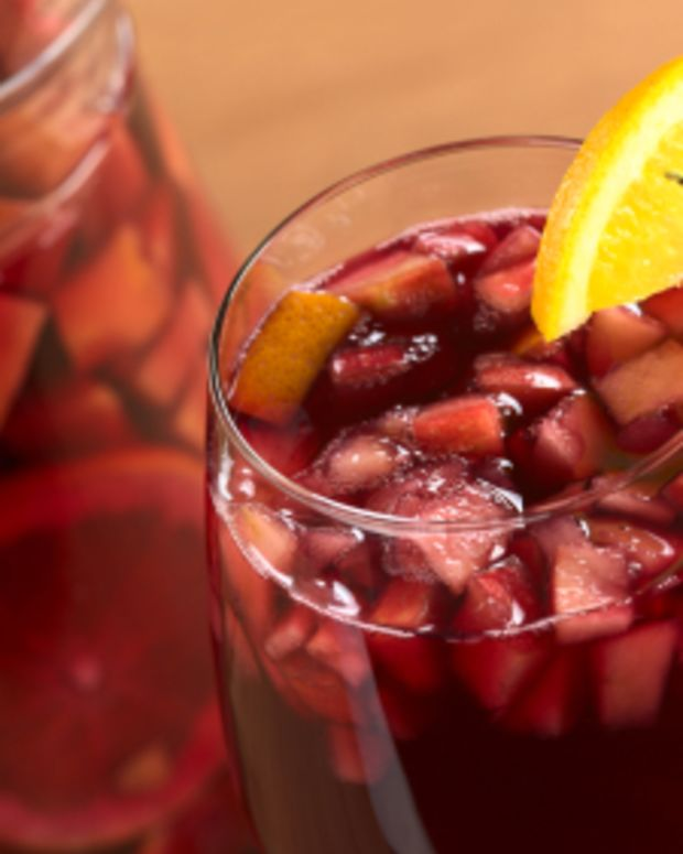 Refreshing Pomegranate Sangria