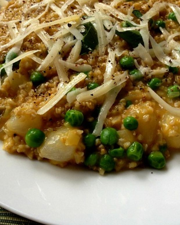 oat risotto with peas and spring onions