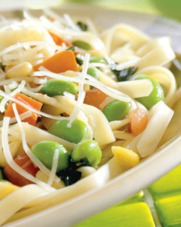 Linguini with Roasted Garlic-Wine Sauce