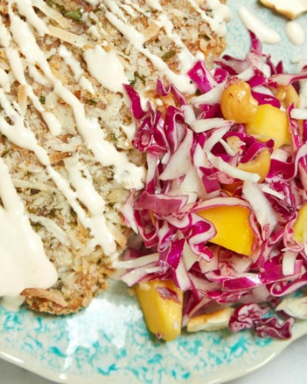 CABBAGE SLAW WITH CASHEWS AND MANGO