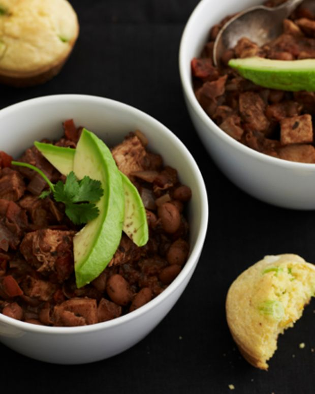 turkey-chili-with-loaded-cornbread-muffins