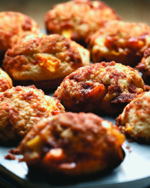 Peach Muffin With Streusel Topping
