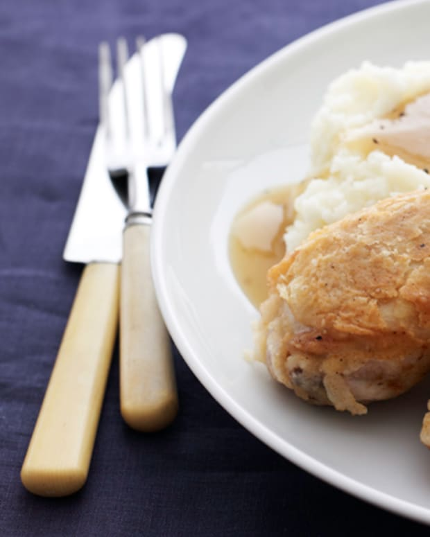 Southern Fried Chicken with Mashed Potatoes and Gravy