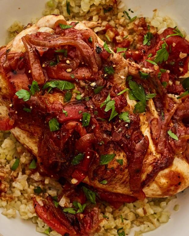 """Cauliflower """"arroz"""" con pollo"""
