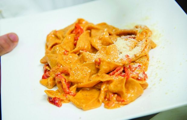 Pappardelle with roasted pepper sauce