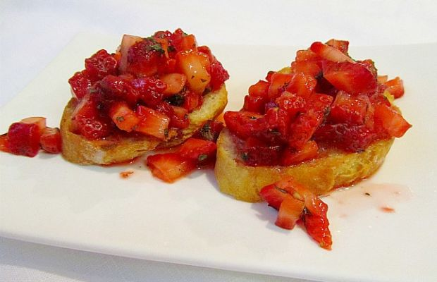 strawberry-bruschetta