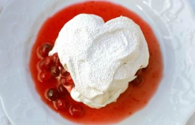 Vanilla Heart-Shaped Meringues filled with Cranberries