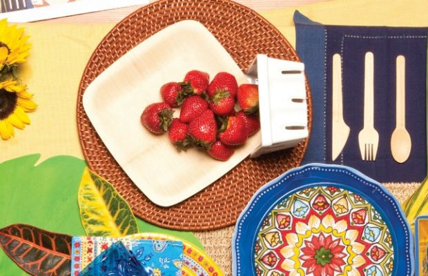 summer tablescape berries