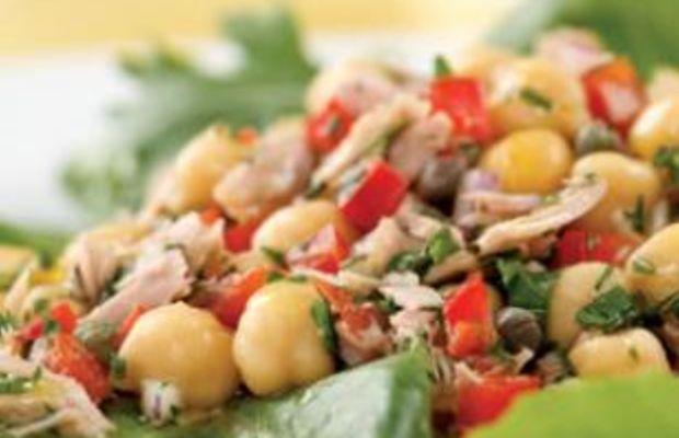 Mediterranean-Tuna-Antipasto-Salad-for-Two