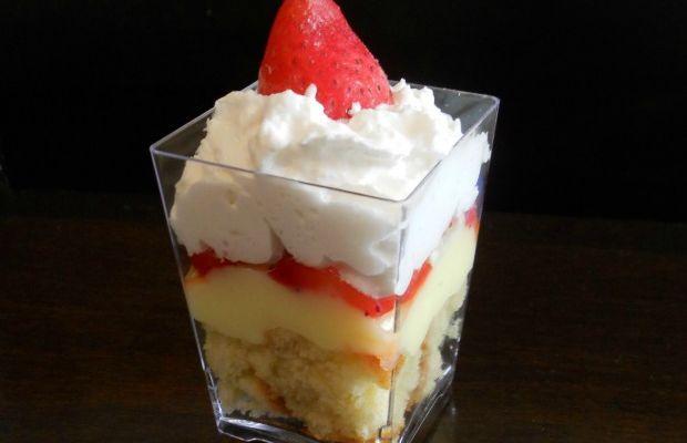 strawberry vanilla cake trifle