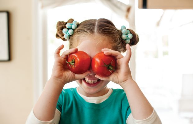 9 Family-Friendly Ideas For a Healthier, more Active 2018 + 6 Energy Boosting Snack Recipes