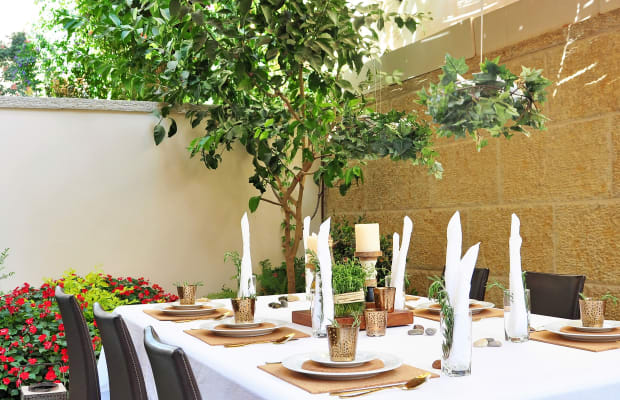 How to Decorate Your Sukkah This Year