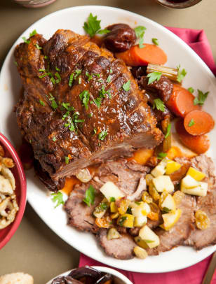 Braised pot roast with prunes, chili and raisins.jpg