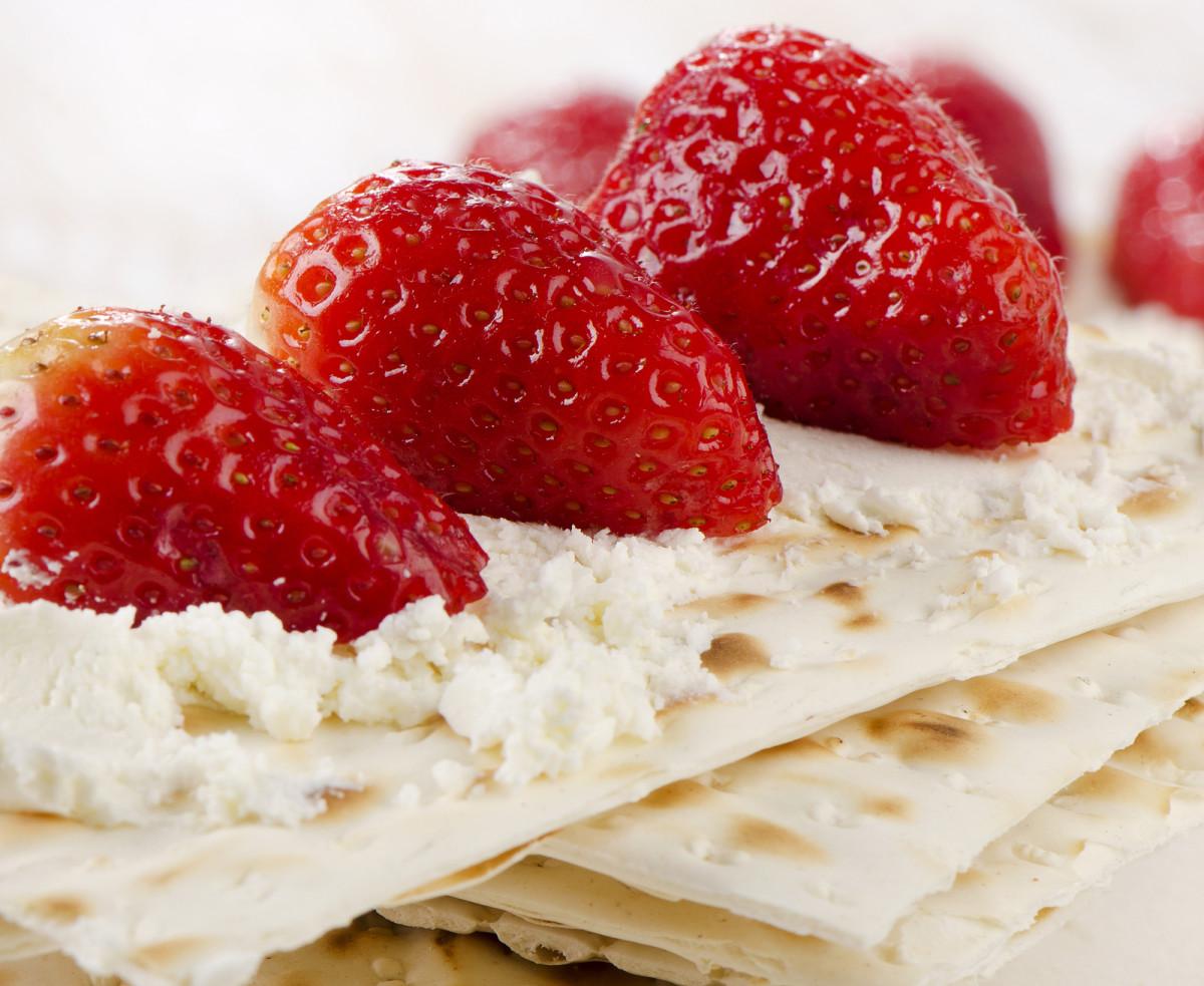 Strawberries and cream Cheese Matzo