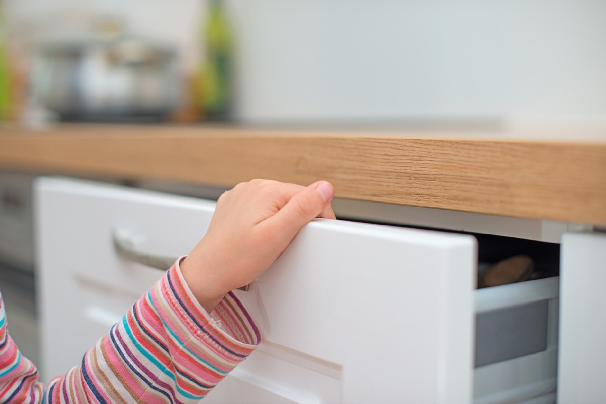 child hand drawer