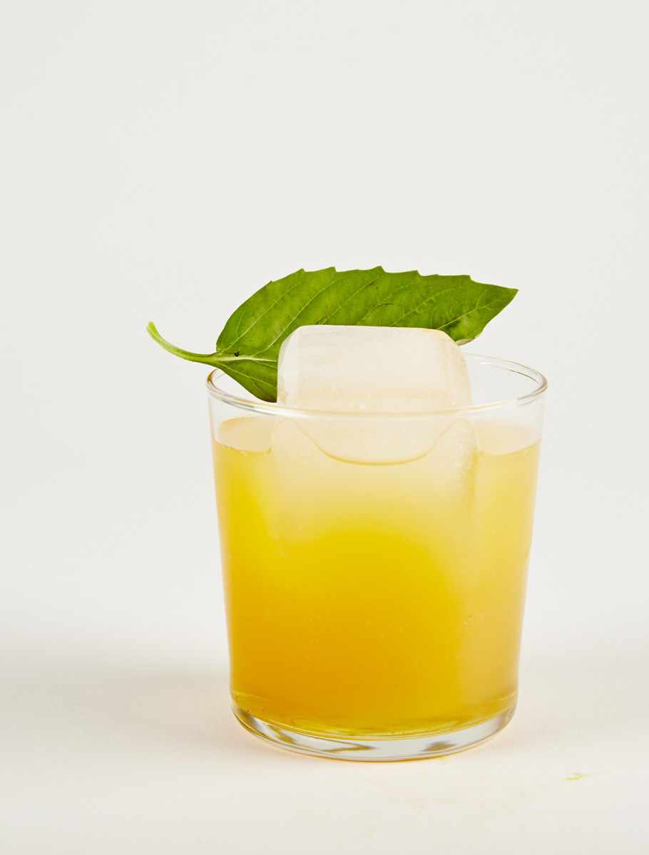 The fuzzy cheek cocktail of bourbon and nectar, click through to learn how ice affects the drink