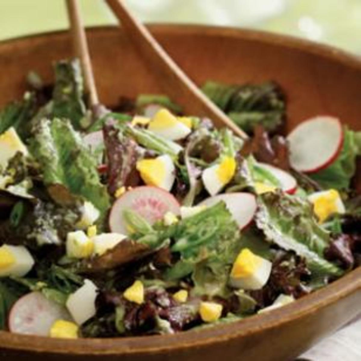 mixed-lettuce-salad-with-cucumber-herb-vinaigrette