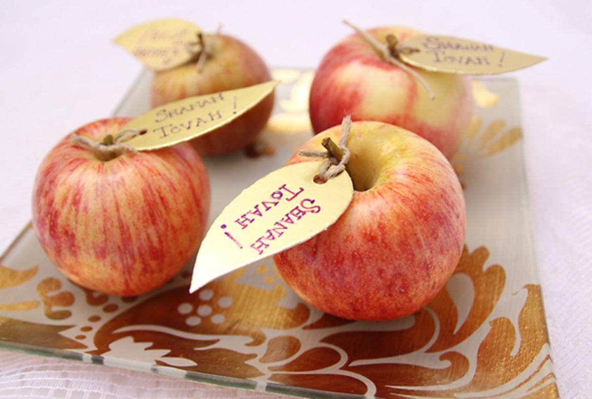 Rosh_HaShana_Craft_Golden_Apple_Leaves