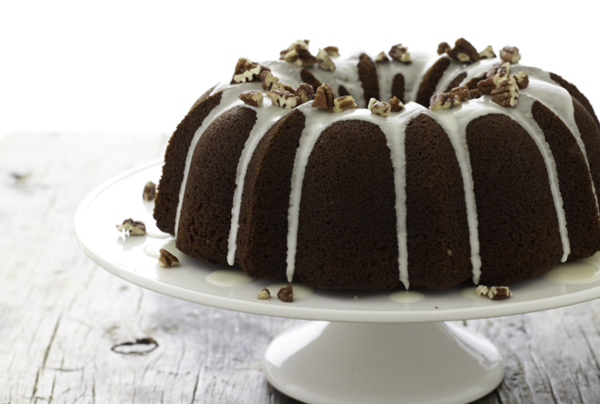 Molasses Spice Bundt Cake
