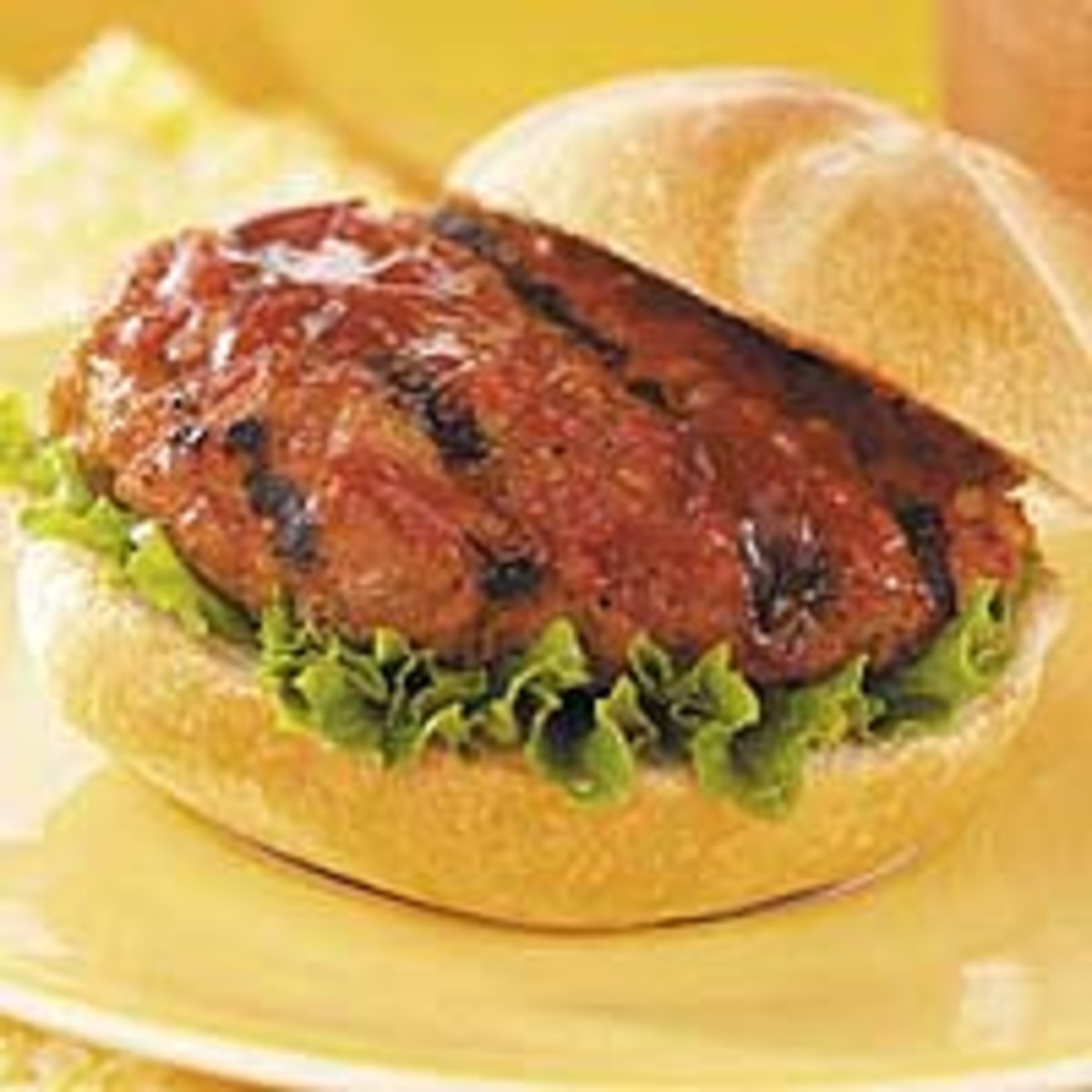 Grilled Turkey Burgers with Pepper Sauce