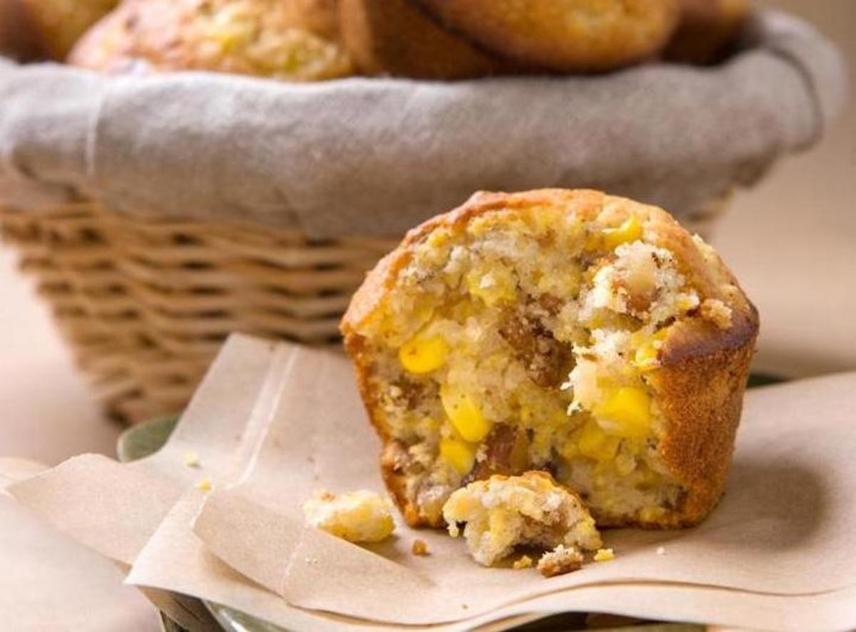 Cornbread-Walnut Muffins