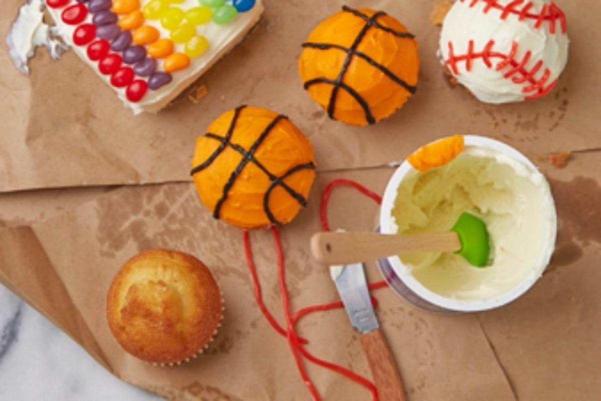 basketballa nd baseball cupcakes