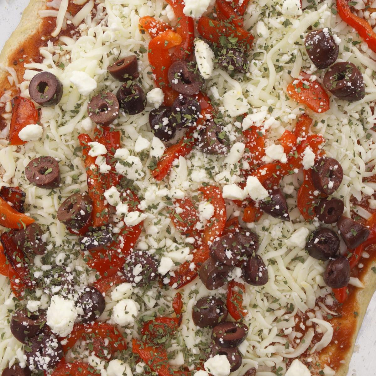 red pepper kalamata olive pizza