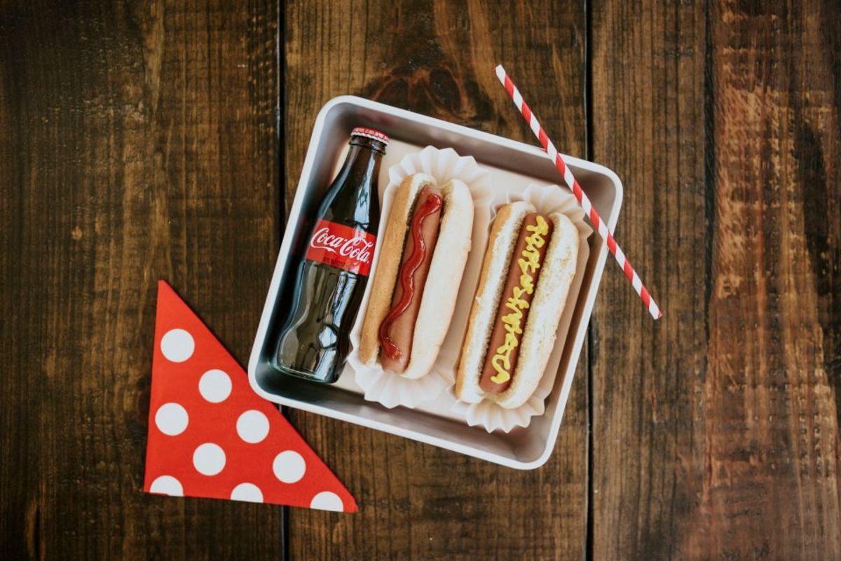 hot-dogs-mishloach-manot
