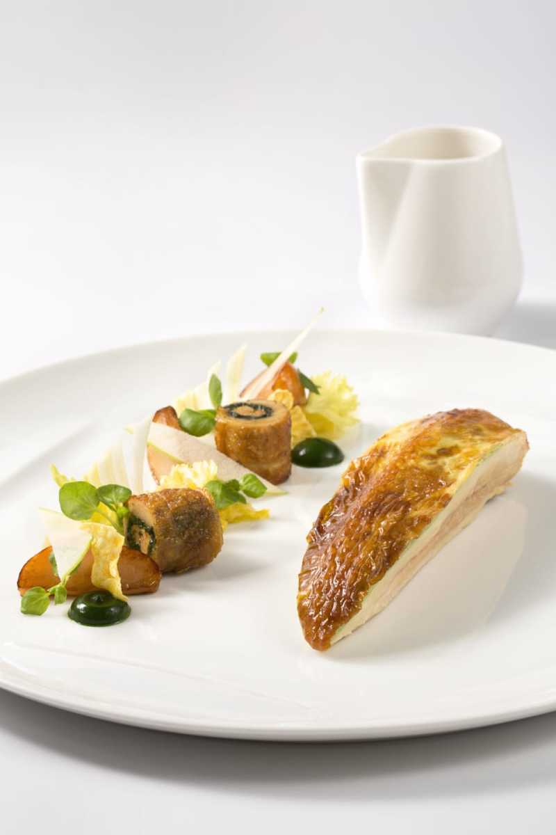 CHICKEN STUFFED WITH CHICKEN LIVER, SPINACH AND WATERCRESS MOUSSE, ACCOMPANIED BY AN APPLE CRUST AND CELERY