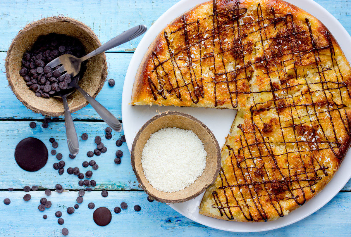 coconut macaroon cake - giant macaroon